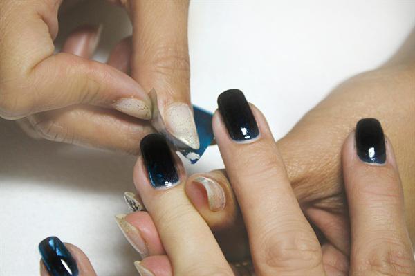 tutorial-geluri-uv-step-by-step-model-unghii-oja-semipermanenta-negru-cu-folie-de-transfer-unghii-1